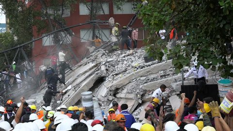 September 19, 2017, Mexico City. People working together removing rubble after the earthquake. Col. Roma Sur.