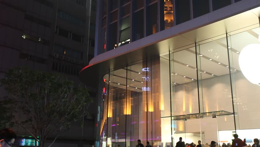 SHANGHAI, CHINA - DEC 15 : Crowd outside the largest Apple store in China,