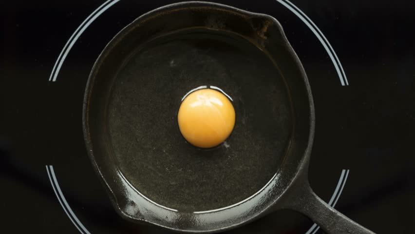 Fried egg on a pig-iron frying pan preparation process time lapse. | Shutterstock HD Video #33136948