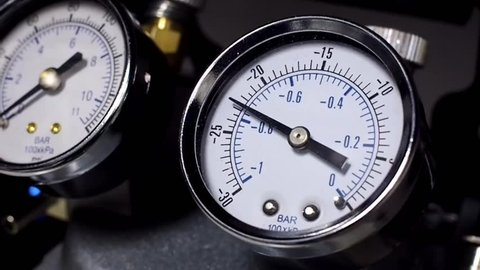 Pressure vacuum gauge descending in laboratory