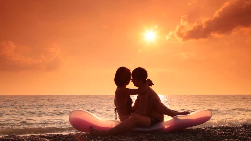 blonde-redhead-teen-kissing-hd-pics