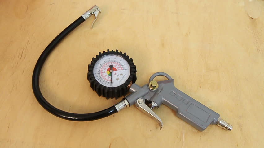 Air compressor gun with manometer gauge