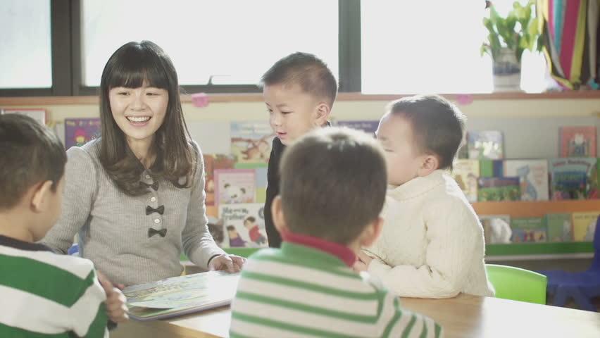 Asian Kindergarten Teacher and Her Video de stock (totalmente libre de  regalías) 3939518 | Shutterstock