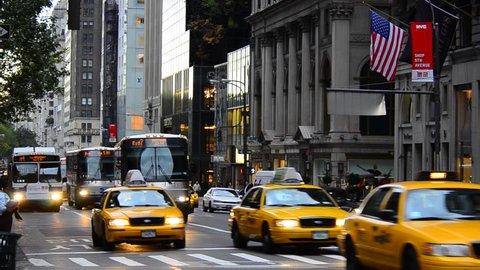 USA, New York, Manhattan, Midtown, 5th Avenue, rush hour traffic