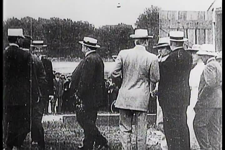 1900s - Orville and Wilbur Wright pioneer flight
