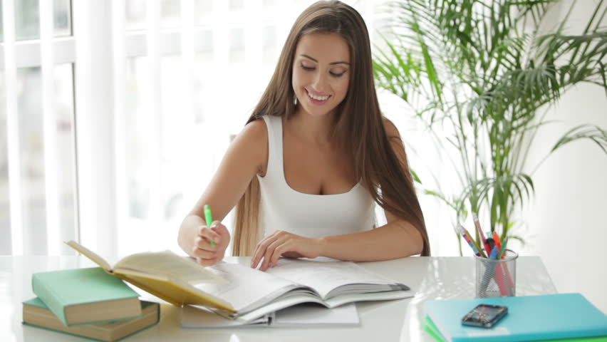 Αποτέλεσμα εικόνας για a beautiful girl reading a book in desk