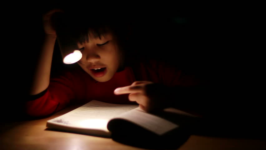 Child Reading In Bed - Little Girl Reading By Torch Light -7995