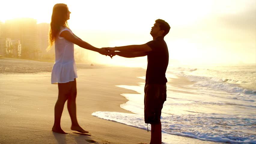 Русские занимаются любовью на берегу моря видео фото 437-841