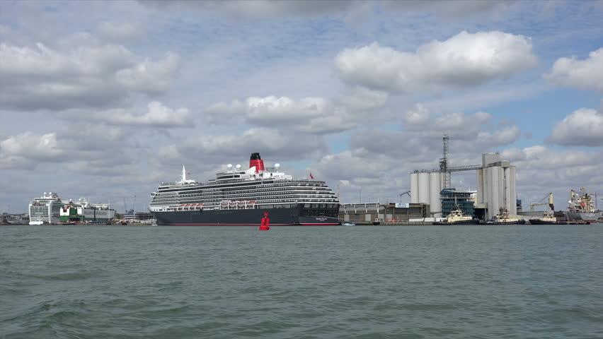 SOUTHAMPTON HAMPSHIREUK SEPTEMBER Queen Victoria - Tracking queen victoria cruise ship