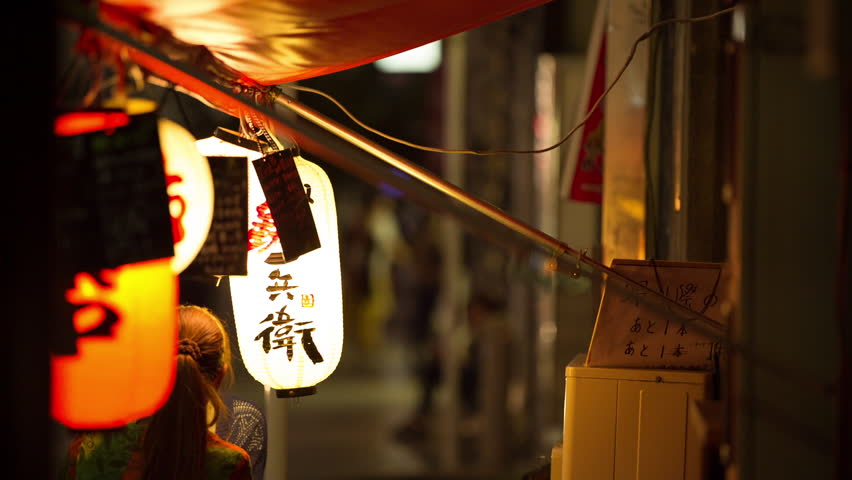 chinese lantern outside restaurant in tokyo