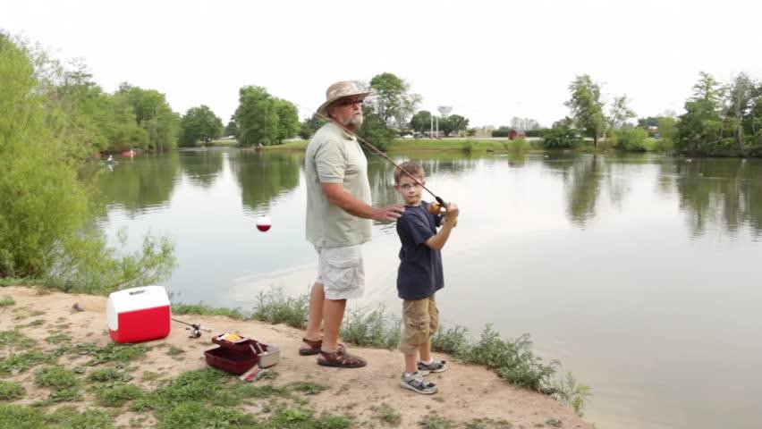 Рыбаки дедушка и внучка